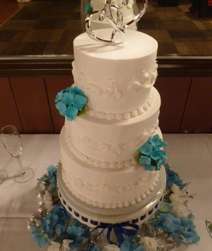 Three Round Tiers with Aqua Accents